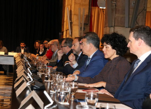 Meeting at the government headquarters over the impact of the cancellation of the Mobile World Congress (by Lluís Sibils)