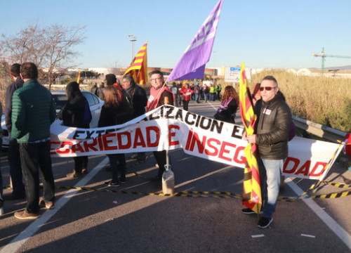 Workers in the petrochemical industry in Tarragona go on strike to demand better safety standards and information (by Eloi Tost)