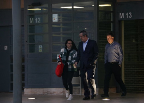 Quim Forn leaves the Lledoners prison with his daughter after being granted daytime leave (by Gemma Aleman)