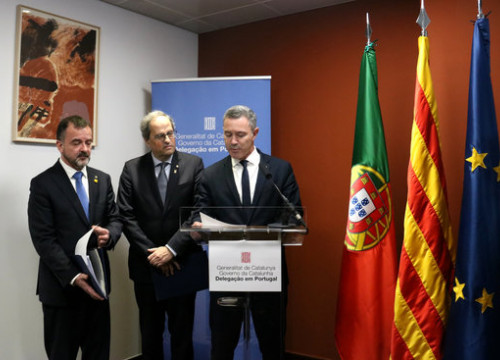 Foreign Minister Alfred Bosch, President Quim Torra, and the government delegate to Portugal Rui Álvaro Serra da Costa Reis at the reopening of the Catalan delegation in Lisbon, February 27, 2020 (by Guifré Jordan)