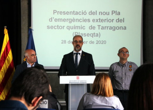Interior Minister, Miquel Buch; Sergio Delgado, Civil Protection; and Government delegate, Oscar Peris, at a press conference on Plaseqta, February 28, 2020 (by Roger Segura)
