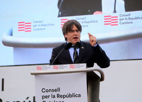 Former Catalan president Carles Puigdemont MEP speaking in Perpignan, February 29, 2020 (by Eli Don)