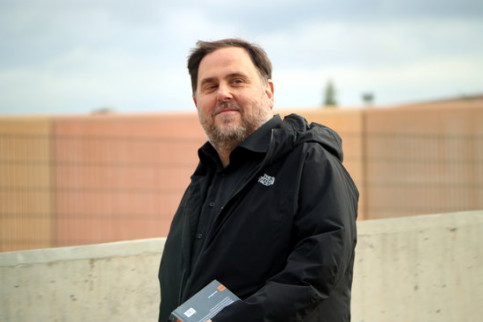 Former vice president Oriol Junqueras leaving the Lledoners prison (by Laura Busquets)