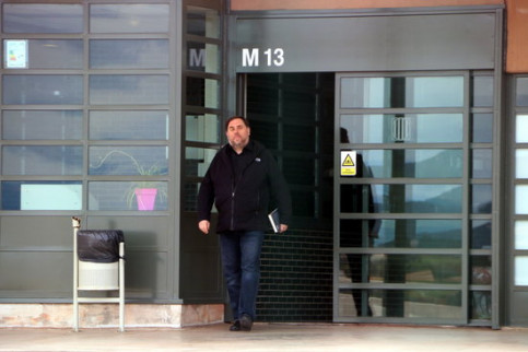 Oriol Junqueras leaving prison temporarily on March 3, 2020 (by Laura Busquets)