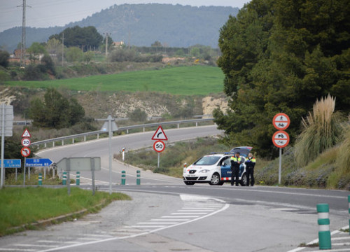 A police checkpoint controls access to Igualada, March 13, 2020 (by Eva Blechová)