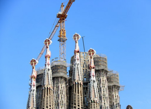 The Sagrada Familia, with its construction works halted due to the coronavirus crisis (by Pere Francesch)