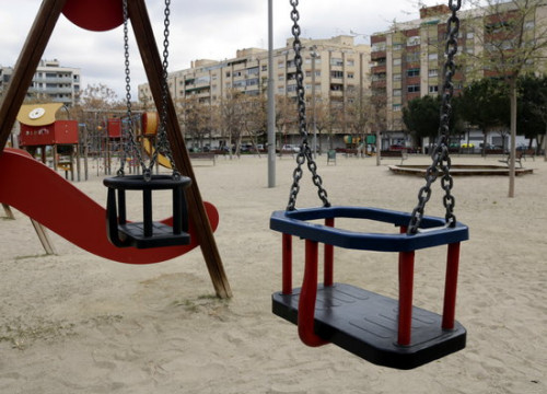 A children's park in western Catalonia empty after neighbors stay at home during the coronavirus crisis, March 2020 (by Anna Berga)
