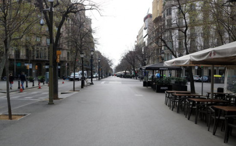 Image of Rambla de Catalunya boulevard, in Barcelona, almost empty, on March 14, 2020 (by Àlex Recolons)