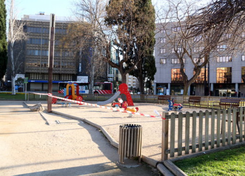 A children's playground sealed off by police tape due to the covid-19 coronavirus crisis (by Mar Rovira)