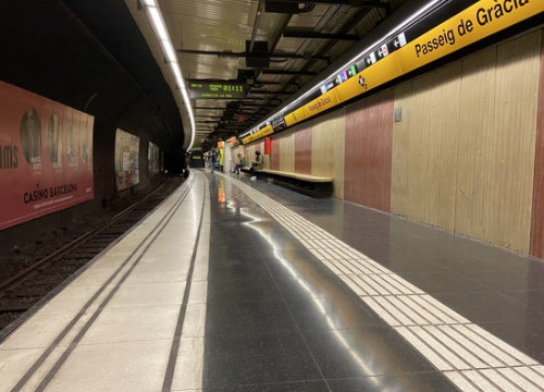 An empty platform at Passeig de Gràcia metro station in Barcelona, March 18, 2020 (Sent to ACN)