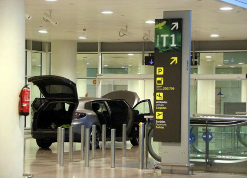 Image of the car used to enter a restricted area in Barcelona airport (by Àlex Recolons)