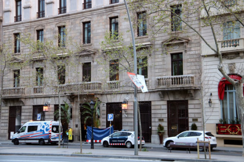 Cotton House Hotel in Barcelona with ambulance outside, March 23, 2020 (by Lorcan Doherty)