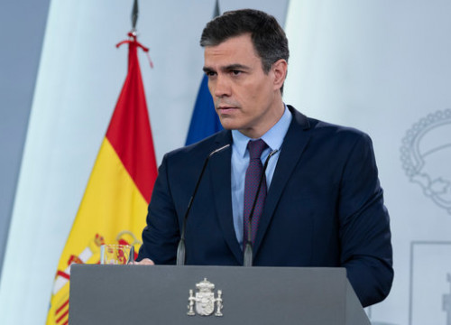 Spanish president Pedro Sánchez speaks at Moncloa in Madrid during the coronavirus crisis (by Pool Moncloa / Borja Puig de la Bellacasa)
