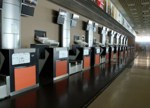 Closed check in desks at an empty Reus airport, April 16, 2020 (by Mar Rovira)