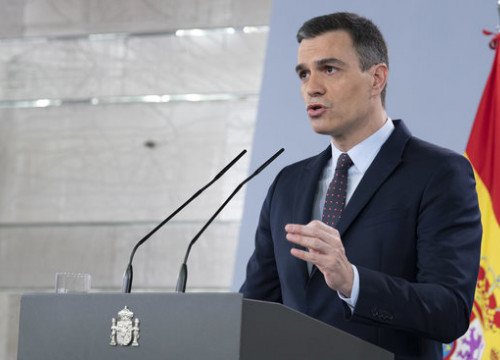 Spanish president Pedro Sánchez gives a media briefing on April 18, 2020 (by Pool Moncloa/Borja Puig de la Bellacasa)