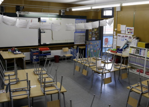 An empty classroom at Marta Mata school in Girona, April 21, 2020 (by Marina López)
