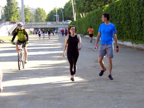 People out for walks and cycles in Lleida on the first day of eased lockdown measures (by Anna Berga)