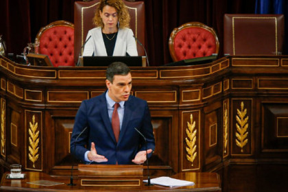Pedro Sánchez speaks in the Spanish congress in front of speaker Meritxell Batet (image courtesy of Spanish congress)
