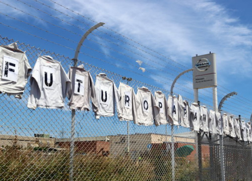 Image of a sign made of T-Shirts outside Nissan's plant in Barcelona asking for the future of its workers, on May 6, 2020, in Barcelona (by Àlex Recolons)
