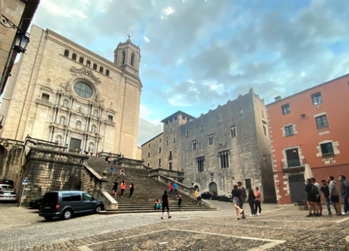 Girona's cathedral with some people walking and doing sport, on May 7, 2020 (by Marina López)