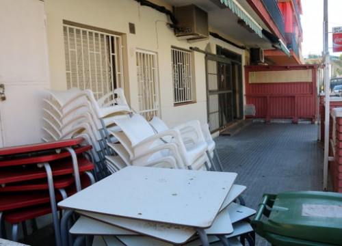 Tables and chairs of a bar in Cunit stacked together during Phase 0 of the coronavirus lockdown de-escalation plan (by Gemma Sánchez)