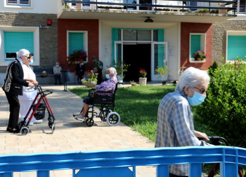 Fences keep residents and visitors apart at a care home in La Pobla de Segur, May 26, 2020 (by Marta Lluvich)