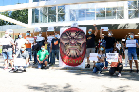 Nissan workers protest outside the Japanese consulate in Barcelona, May 27, 2020 (by Guifré Jordan)