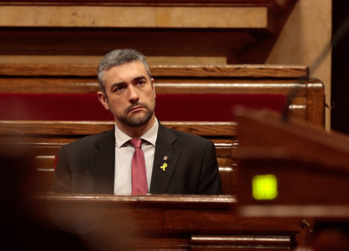 Catalonia's foreign action minister Bernat Solé in parliament (by Job Vermeulen / Parlament)