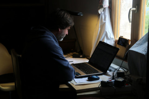 A man working remotely during the pandemic (by Estefania Escolà)