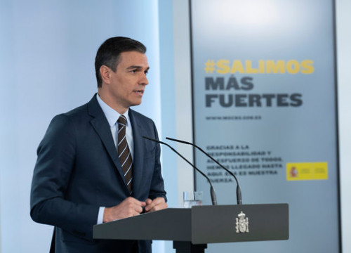 Spanish president Pedro Sánchez in a televised address from the government headquarters (by Borja Puig de la Bellacasa/Moncloa)
