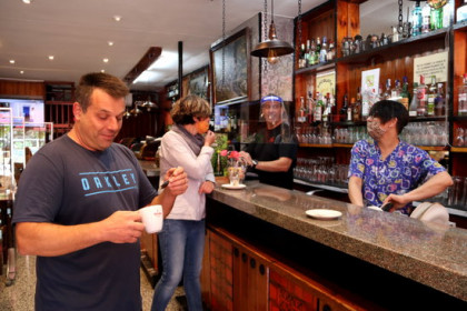 Customers in a bar in the Western Pyrenees region during Phase 3 of the de-escalation process (by Marta Lluvich)