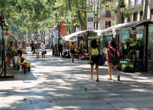 People strolling on Barcelona's La Rambla boulevard on June 22, 2020 (by Marta Casado Pla)