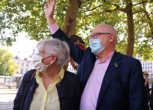 Former Catalan minister Lluís Puig (right) arrives in Belgium's Palace of Justice last June (by Natàlia Segura)