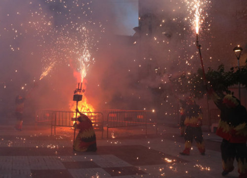 Smoke and firecrackers let off during the Sant Joan celebrations in the town of Vila-rodona (by Roger Segura)