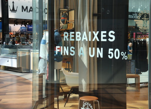 Discounts advertised in Diagonal Mar shopping mall, July 1, 2020 (by Aina Martí)