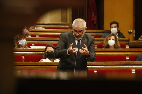 Opposition head Carlos Carrizosa speaking in the Catalan parliament (by Gerard Artigas)