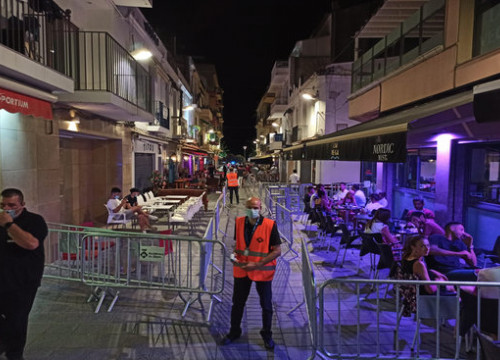 Terraces separated using barriers in the town of Sitges during the coronavirus health crisis, image from July 17, 2020 (photo courtesy of Sitges town hall)