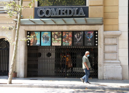 Cinema Comedia in Barcelona with its doors shut as part of the coronavirus pandemic restrictions (by Aina Martí)