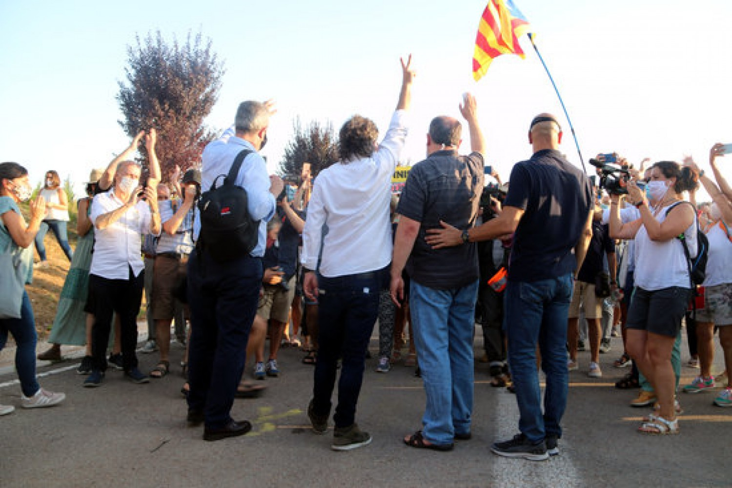 Jailed Catalan leaders greet pro-independence protesters before entering prison after penitentiary privileges were removed last July (by Estefania Escolà)