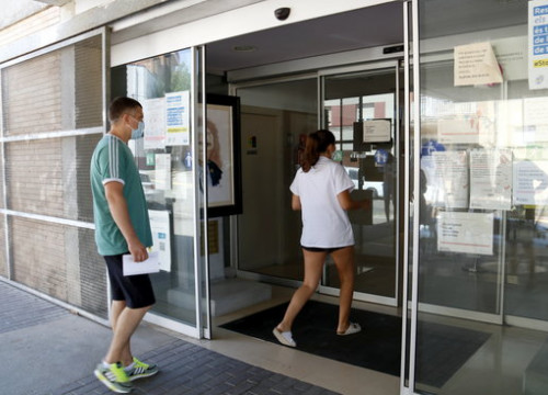 Two people entering the primary care CAP center in Alcarràs, western Catalonia, on July 29, 2020 (by Laura Cortés)