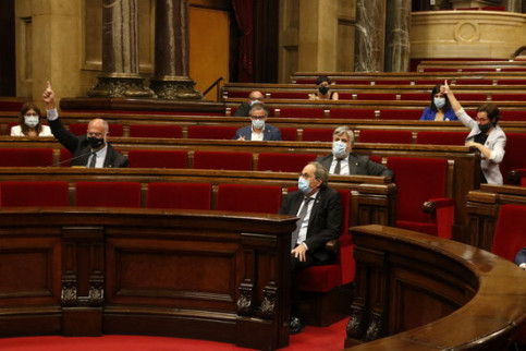 The Catalan parliament votes on some of the resolutions prevented in the extraordinary plenary session to debate the Spanish monarchy (by Guillem Roset)