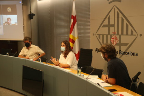 Barcelona city council member Laura Pérez alongside Global Justice director David Llistar and the coordinator of Doctors of the World, Guillermo Martínez, in a press conference announcing humanitarian aid project funding (by Albert Cadanet))