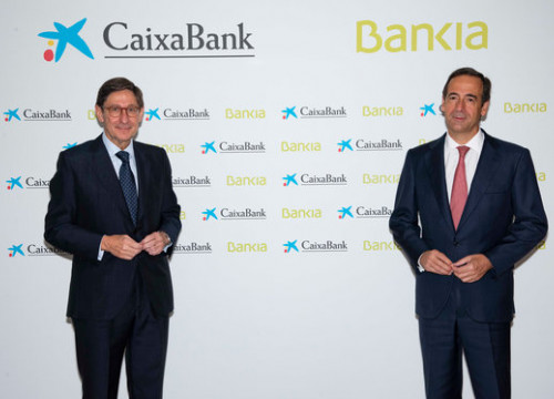 Caixabank's Gonzalo Gortázar (right) to remain CEO following the acquisition of Bankia, with José Ignacio Goirigolzarri serving as executive chairman (by Caixabank)