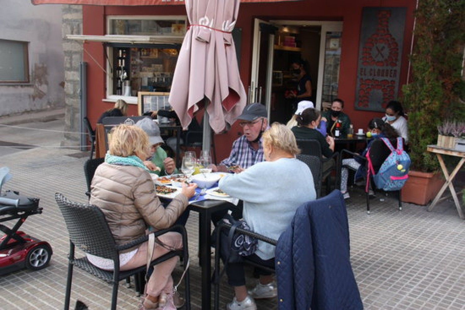 Several people in a bar terrace in Puigcerdà, on September 23, 2020 (by Albert Lijarcio)