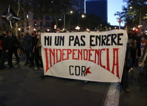 "A CDR protest group march in the center of Barcelona with a banner reading ""Not one step backwards. Independence,"" on September 28, 2020 (by Miquel Codolar)"