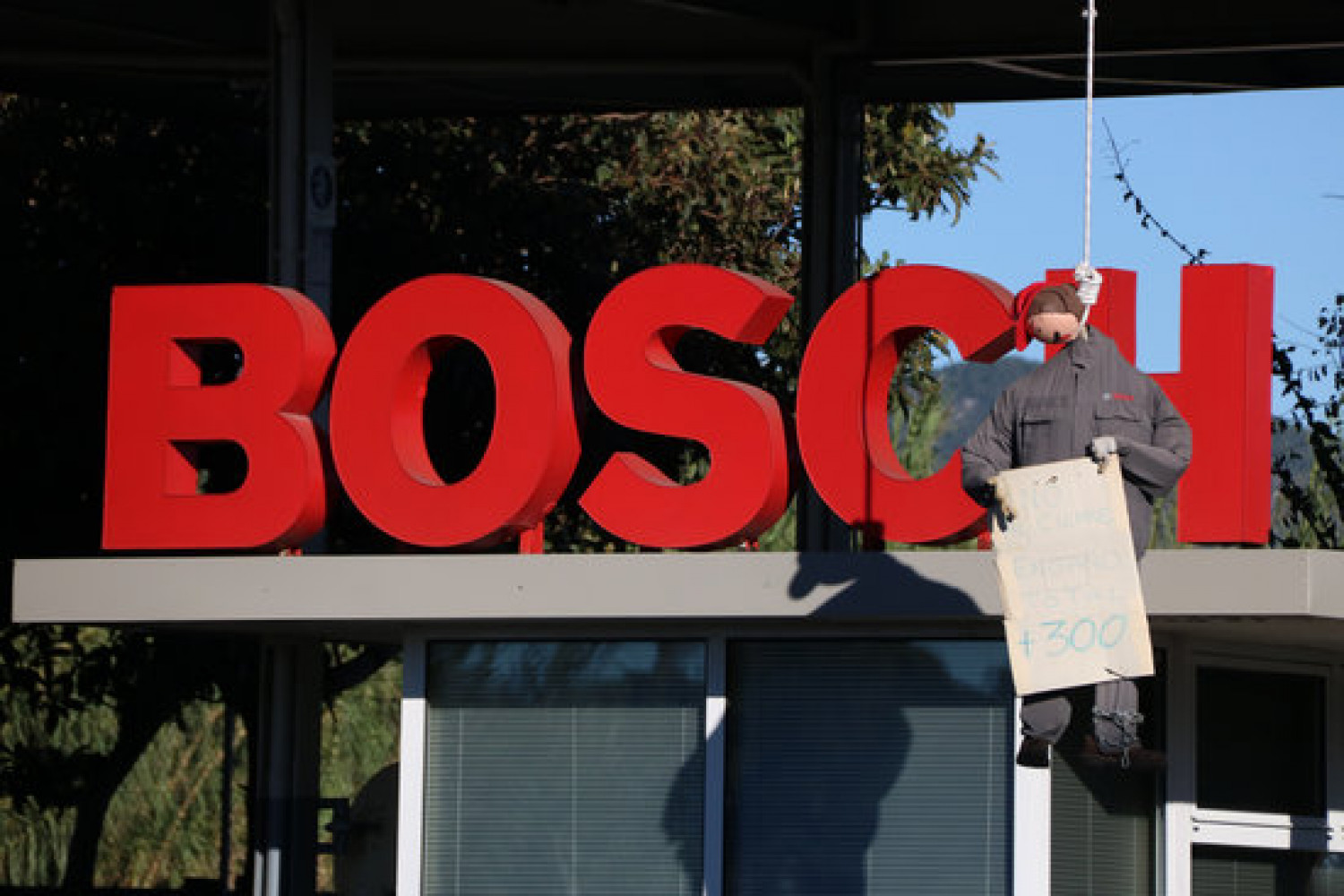 Bosch workers protest against the Castellet i La Gornal factory's closure in October 2020 (by Gemma Sánchez)