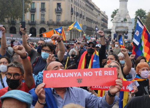'Catalonia has no king' reads placard at protest over king's visit to Barcelona, October 9, 2020 (by Albert Cadanet)