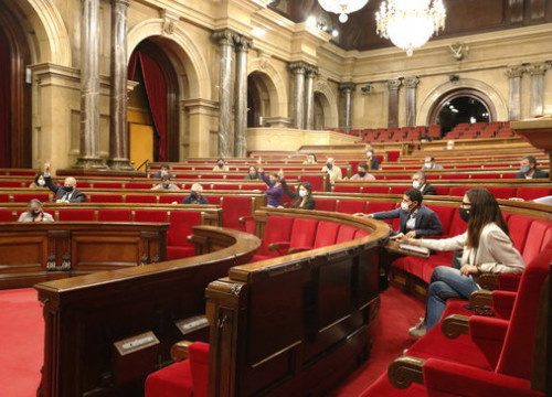 The Catalan Parliament during a vote on October 9, 2020 (photo by Gerard Artigas)