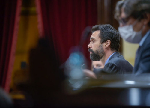 Parliament president Roger Torrent speaks during a plenary session (photo by ERC)