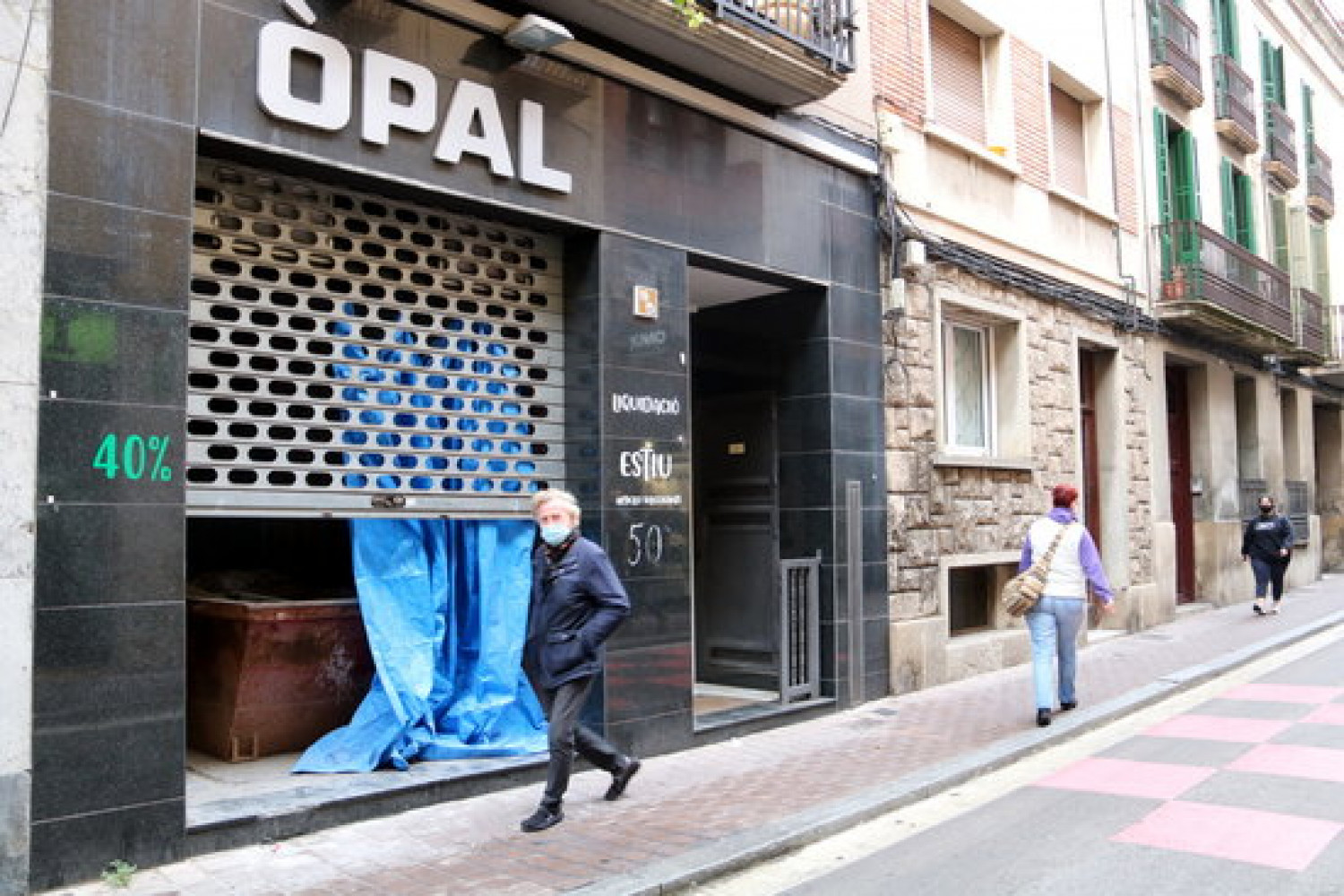 A closed down shop in the center of the town of Igualada in Catalonia, October 23, 2020 (by Mar Martí)